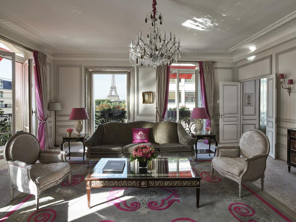Photo of guest suite at Hôtel Plaza Athénée with a stunning view of the Eiffel Tower.