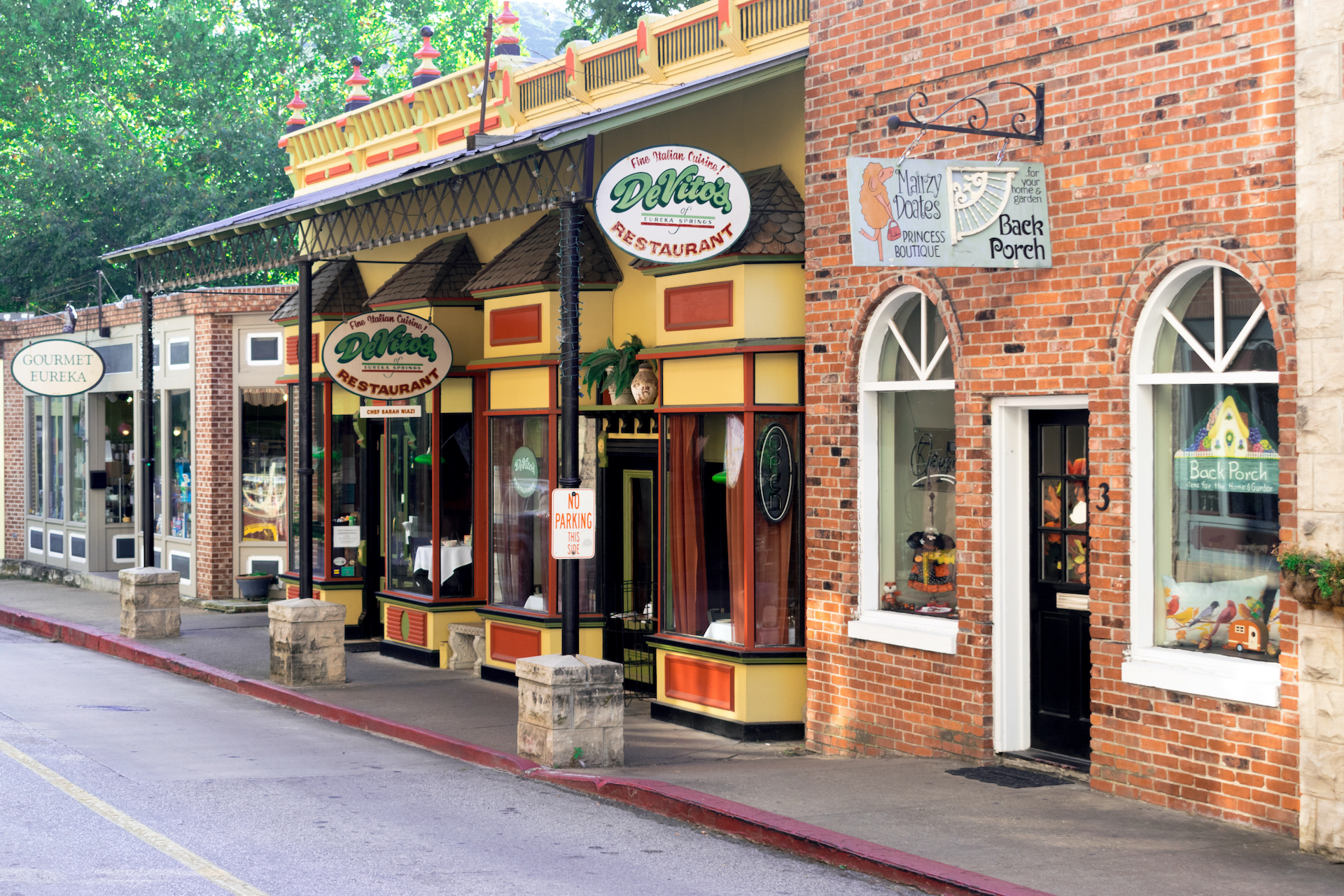 restaurants and stores of Eureka Springs small towns in America