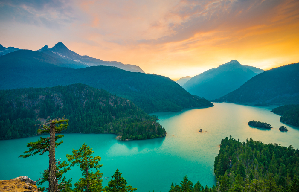 Visiting lake Diablo is one of the best things to do while in Washington State!