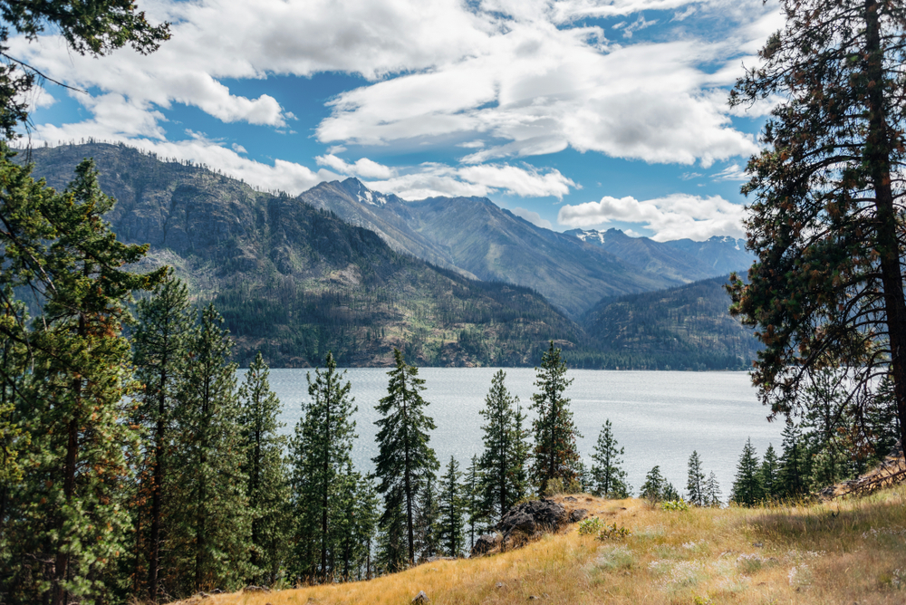 Lake Chelan is one of the best lakes in Washington State for water activities and hiking!