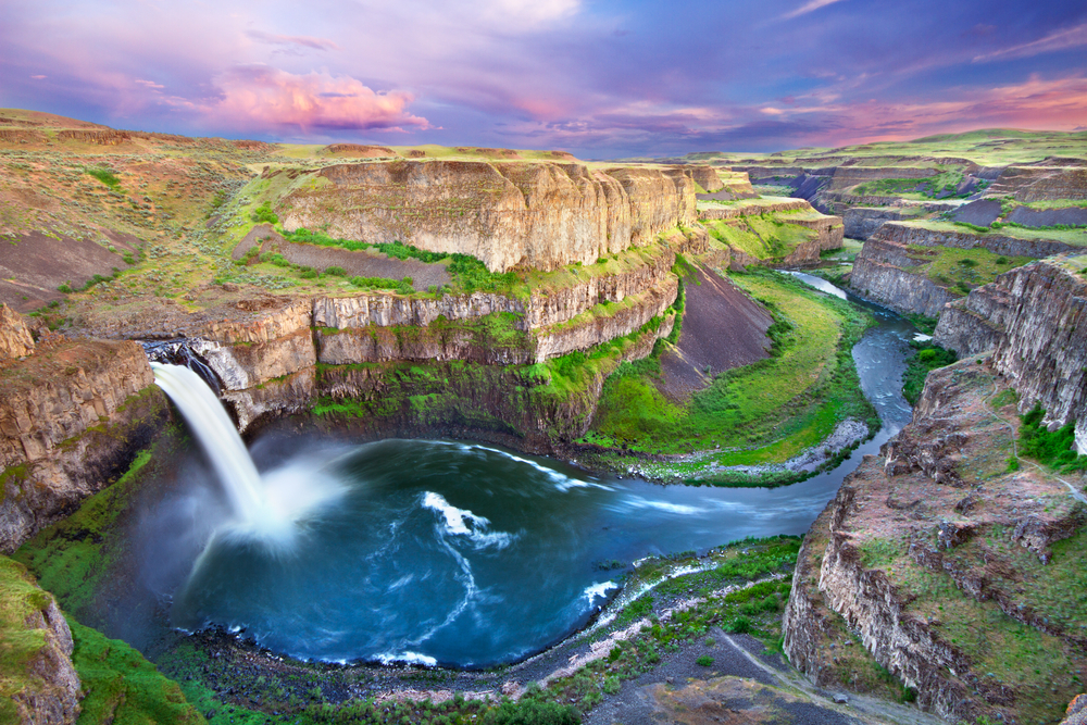 Palouse falls is one of the best waterfalls and best things to see while in Washington State!