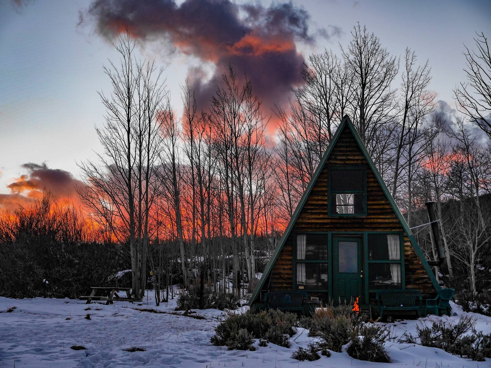 A beautiful Airbnb Colorado, a real cabin in the woods