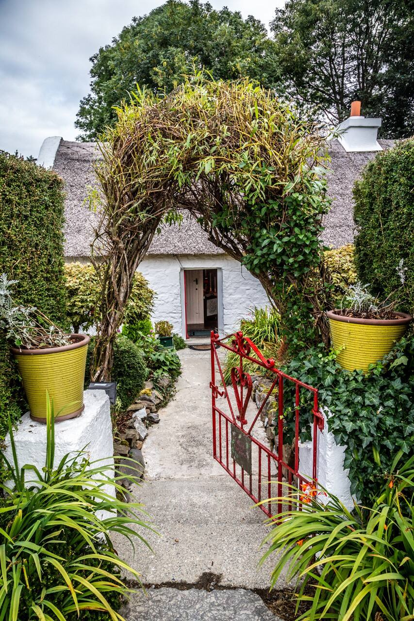 This thatched cottage is perfect for comfort!