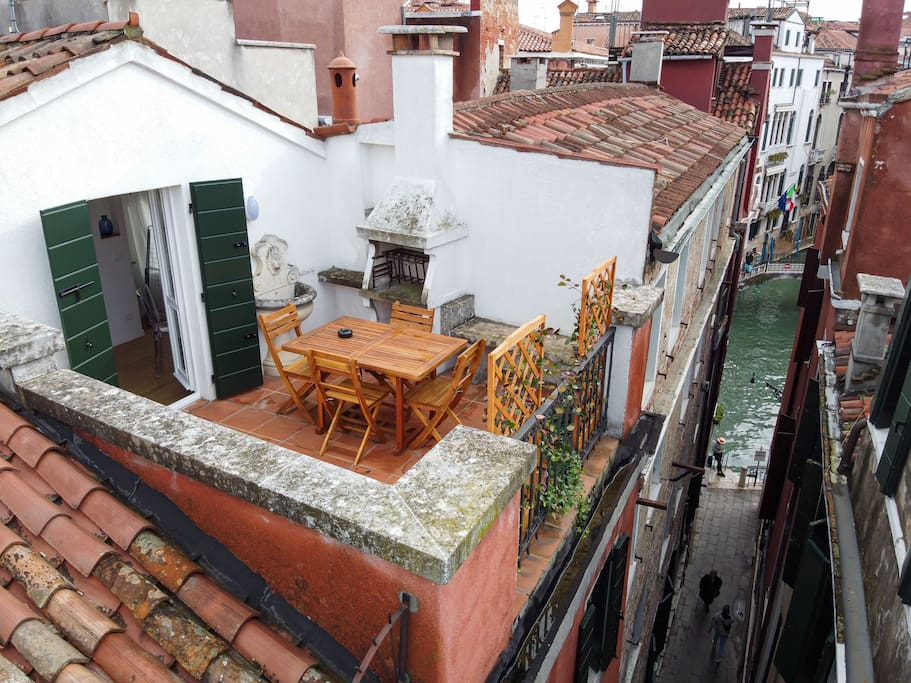 This rooftop terrace Airbnb is perfect for relaxation!