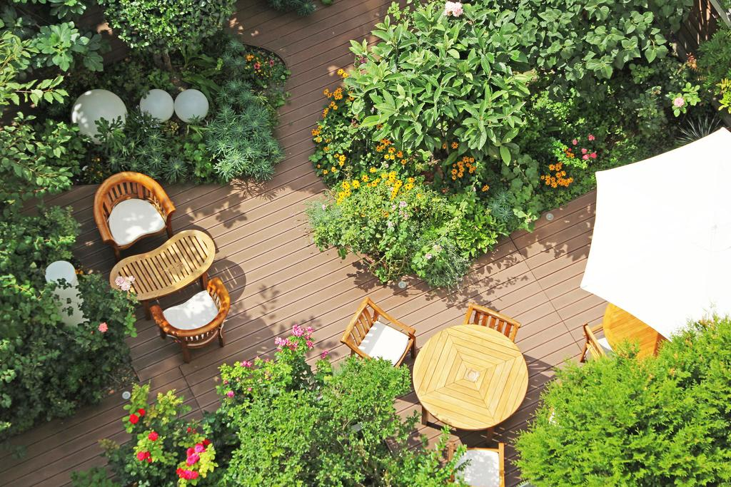 Hotel Alhambra has one of the best private gardens of all of the boutique hotels in Paris
