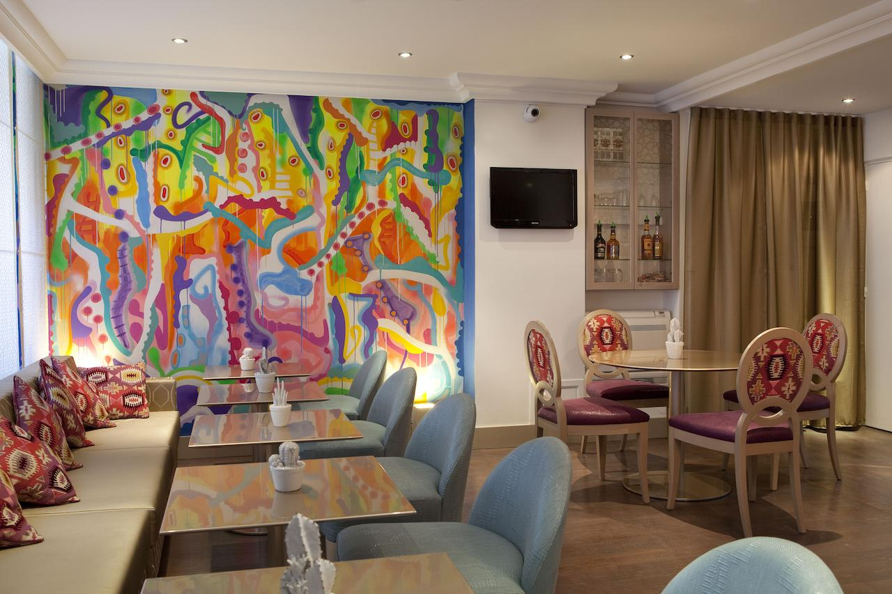 the colourful breakfast area of the Hotel Mayet, a boutique hotel in Paris