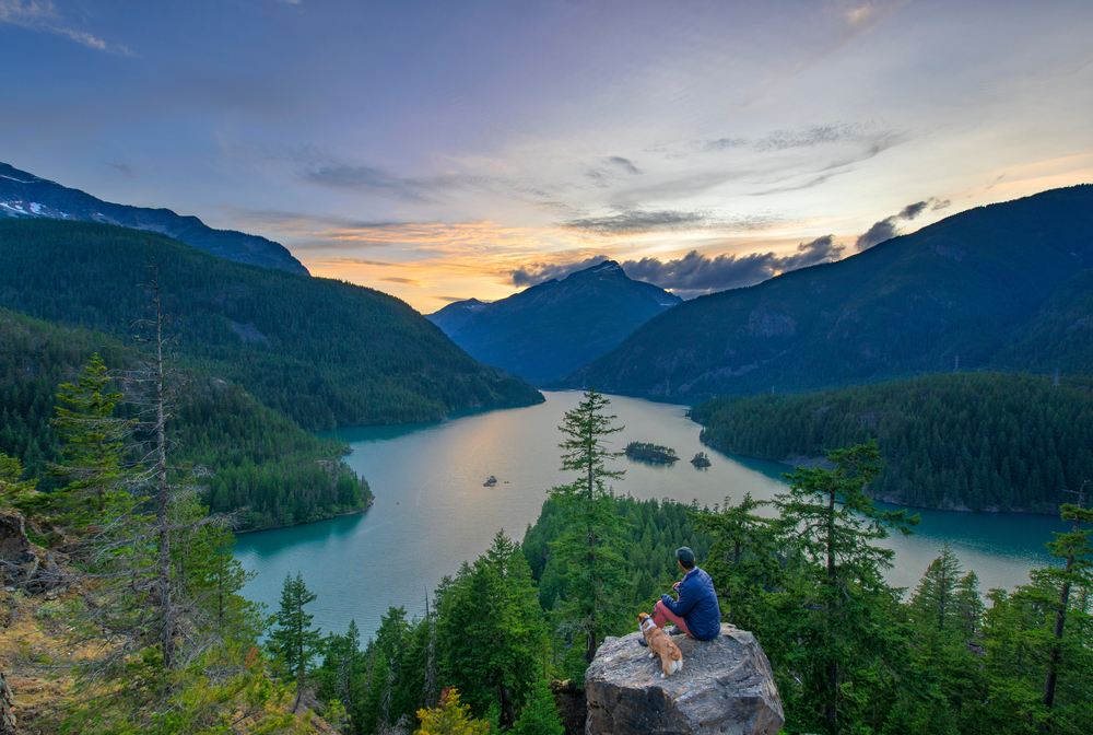 North Cascade Mountains is a great national park with lots to explore in Washington!