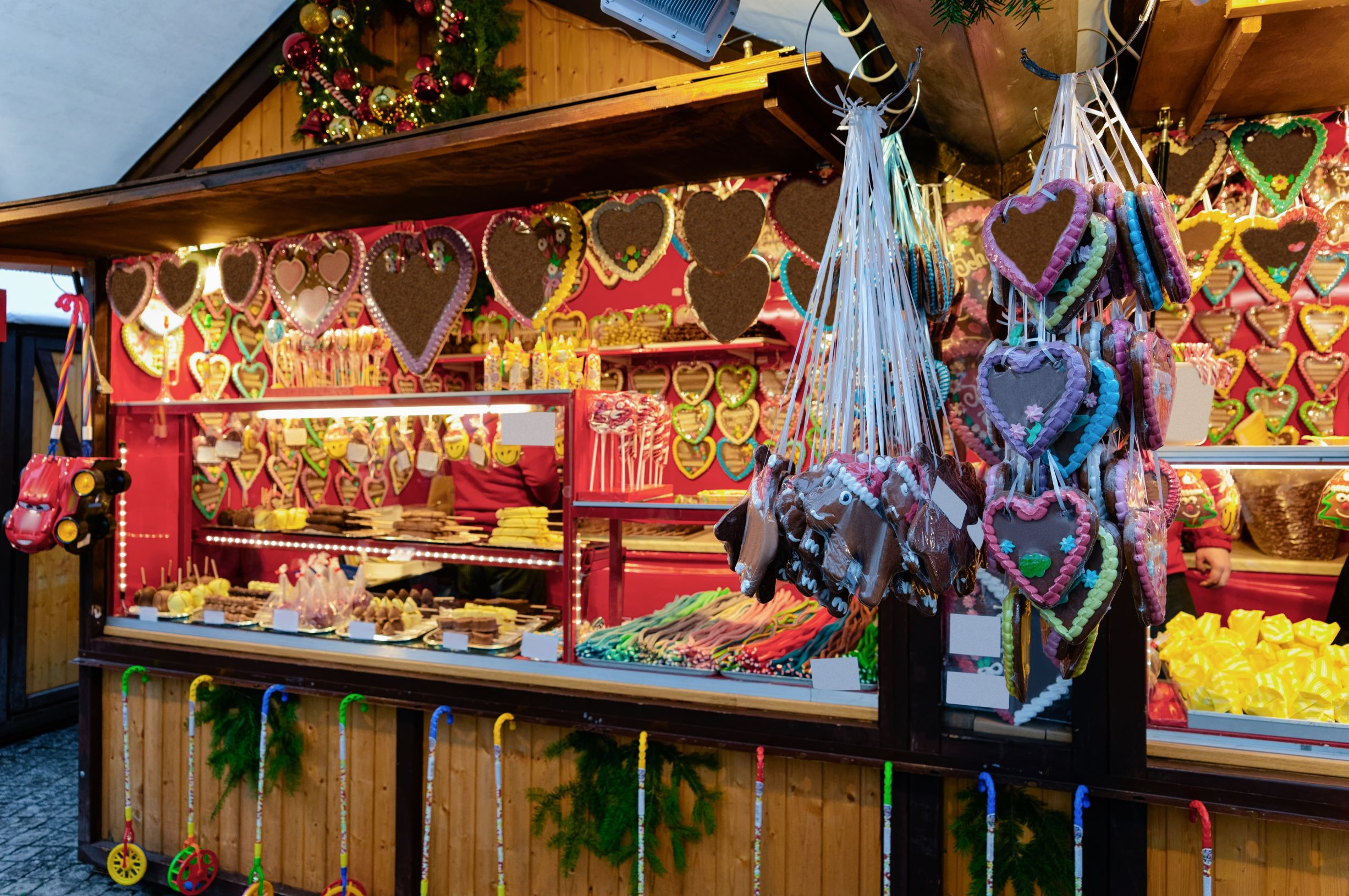 Photo of a gingerbread vendor at a German Christmas market.