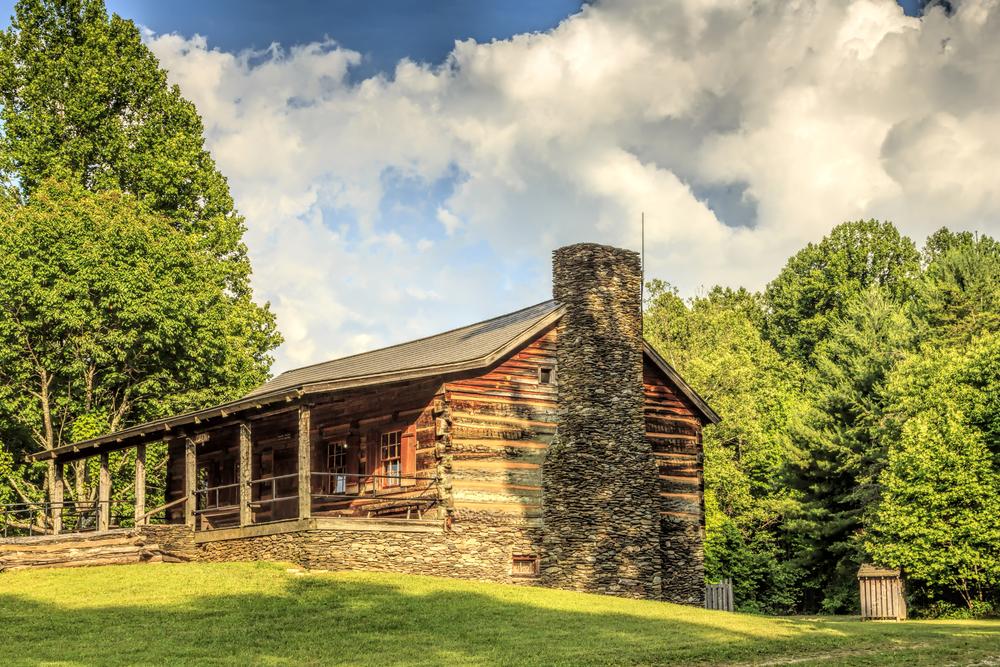 Tennessee Road Trip Cades Cove log cabin