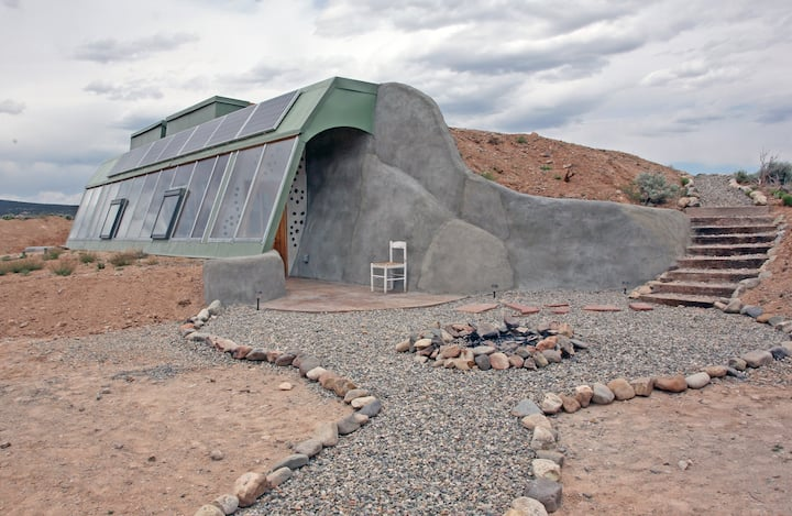 This unique airbnb in USA is an earth ship in New Mexico!