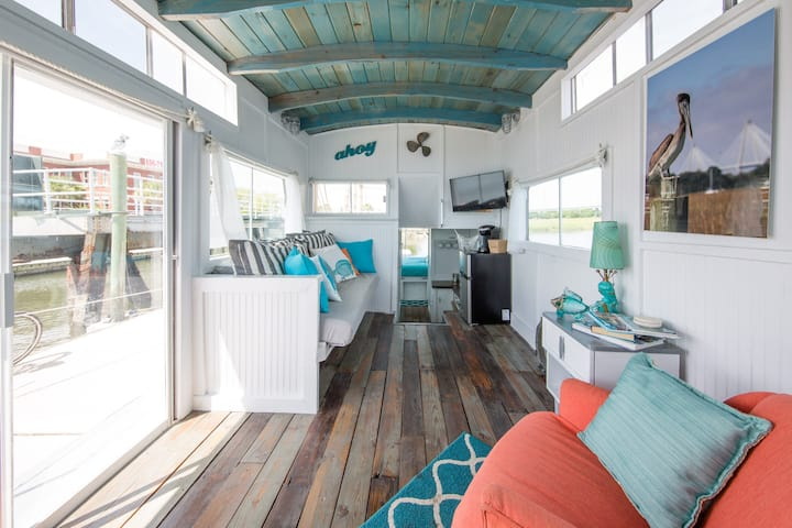 This houseboat in Charleston is magical