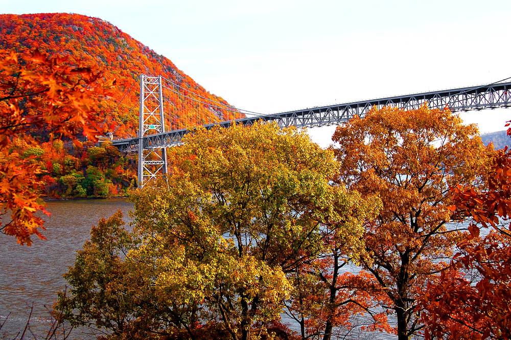 bear mountain bridge has been wowing many tourists during fall in new york for many years now