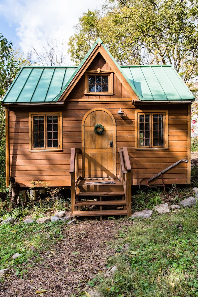 Photo of the outside of a dreamy tiny house Airbnb property in Nashville.
