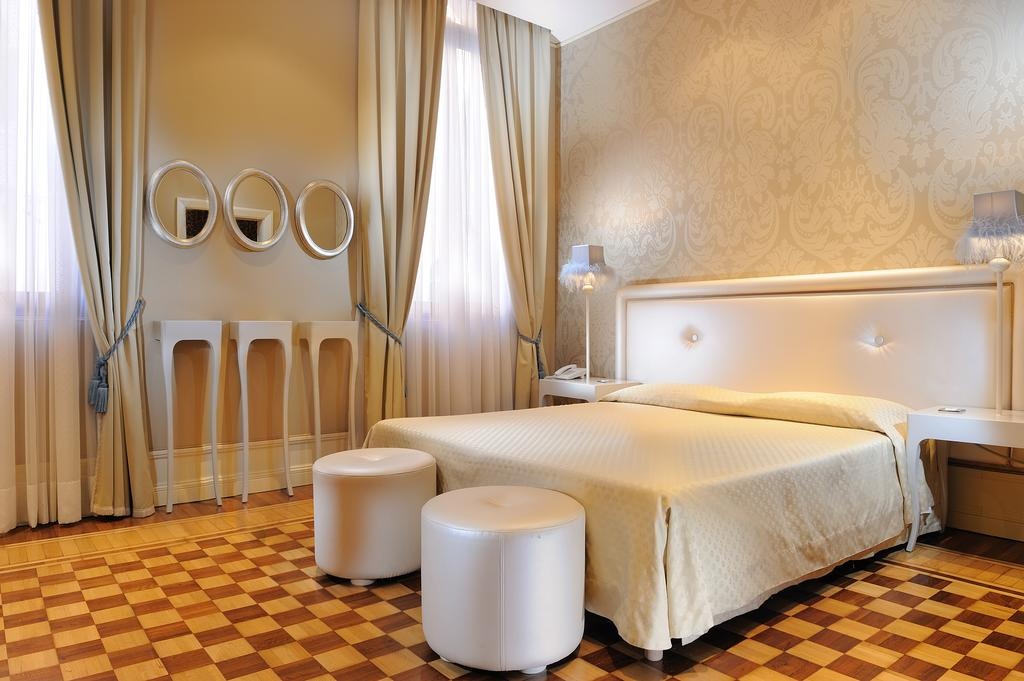 You can choose whether you would like to stay in a modern or traditional room at Hotel Ai Due Principi
