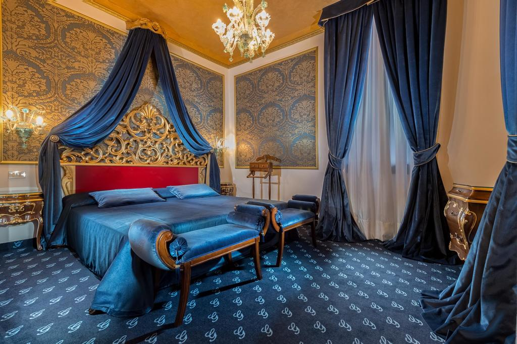 The rich colors make Hotel Giorgione one of the most gorgeous boutique hotels in Venice.