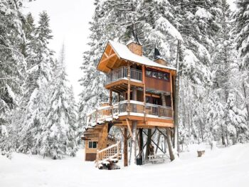 Photo of Meadowlark Treehouse during winter.