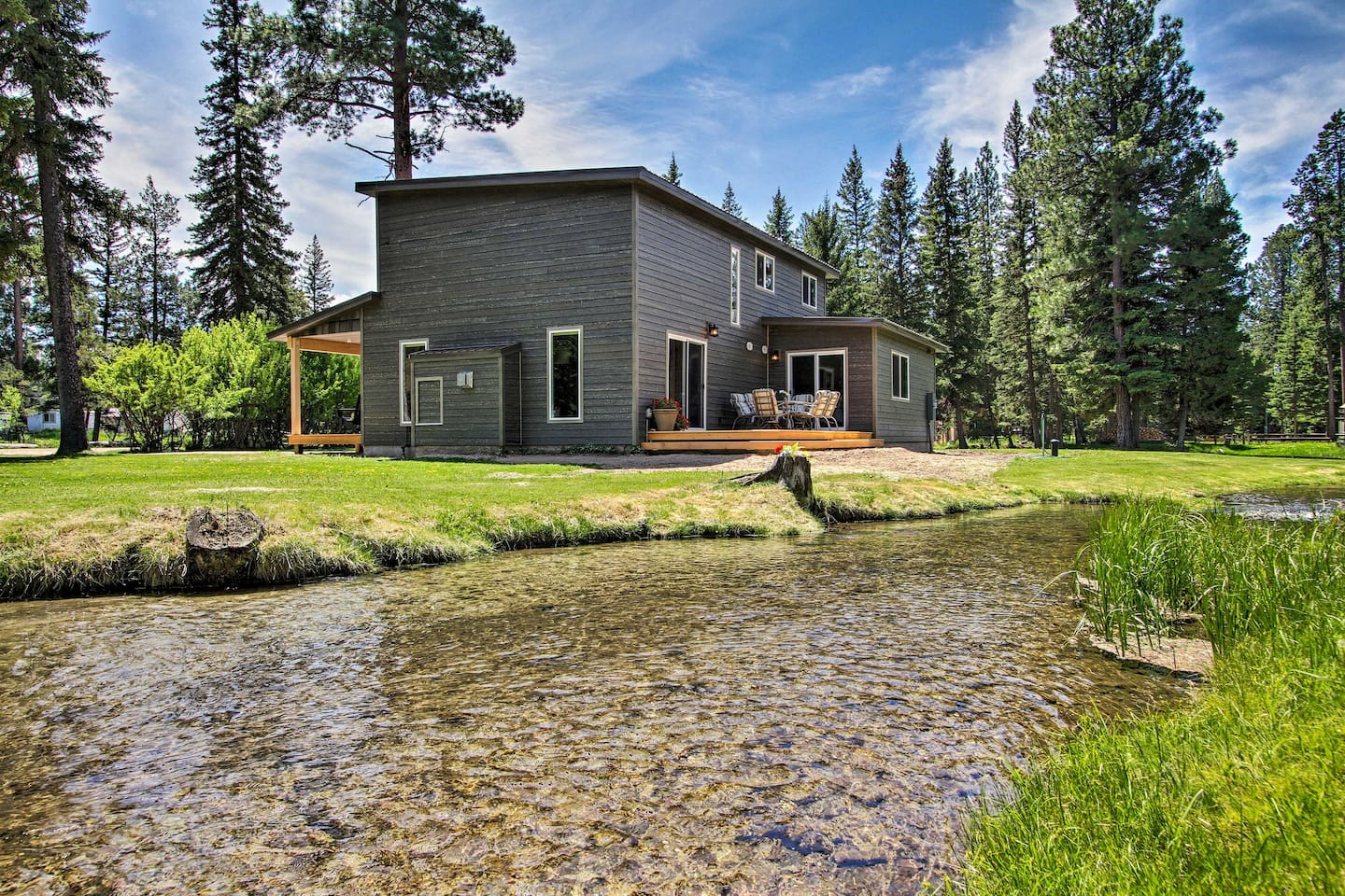 Photo of a sophisticated fishing getaway Airbnb located in Lincoln, Montana.