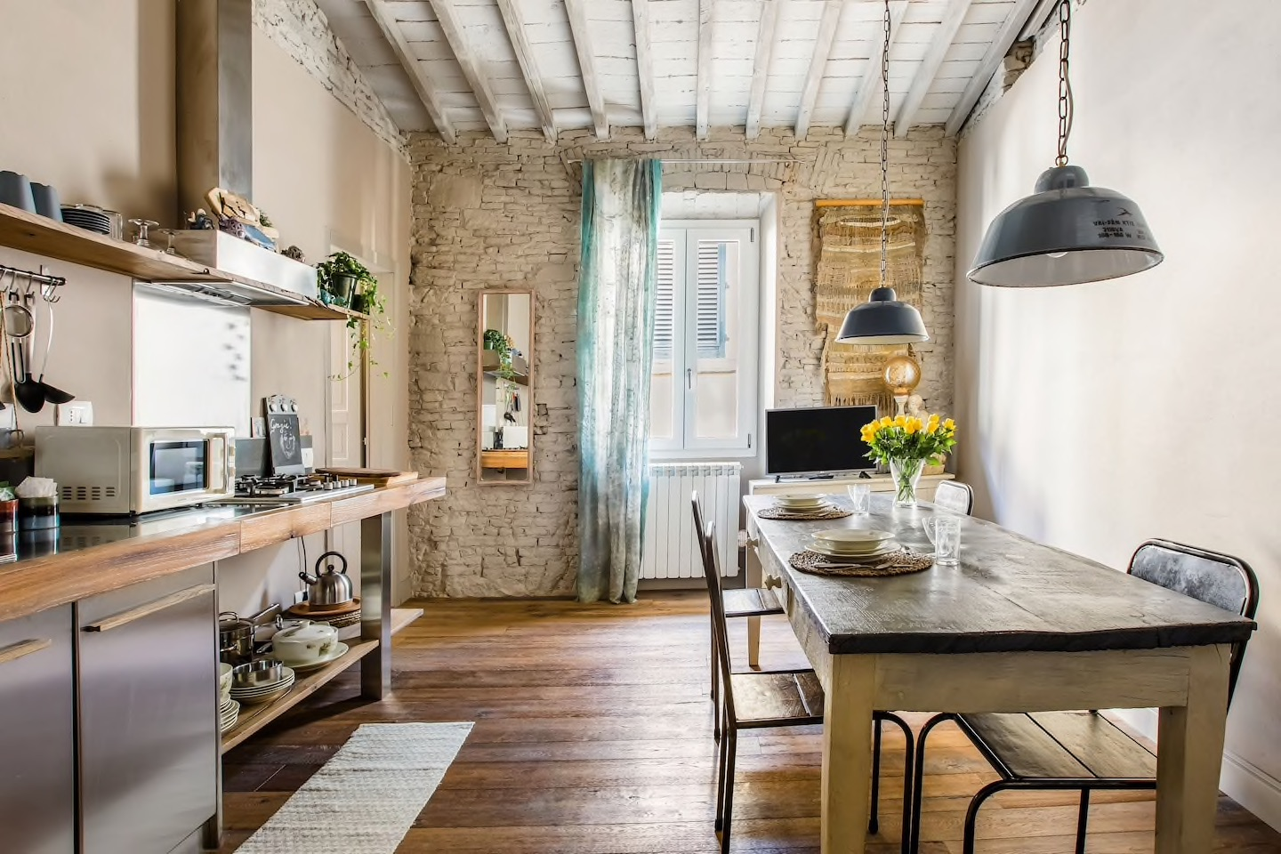 This rustic Santo Spirito apartment has a beautiful industrial and modern aesthetic!