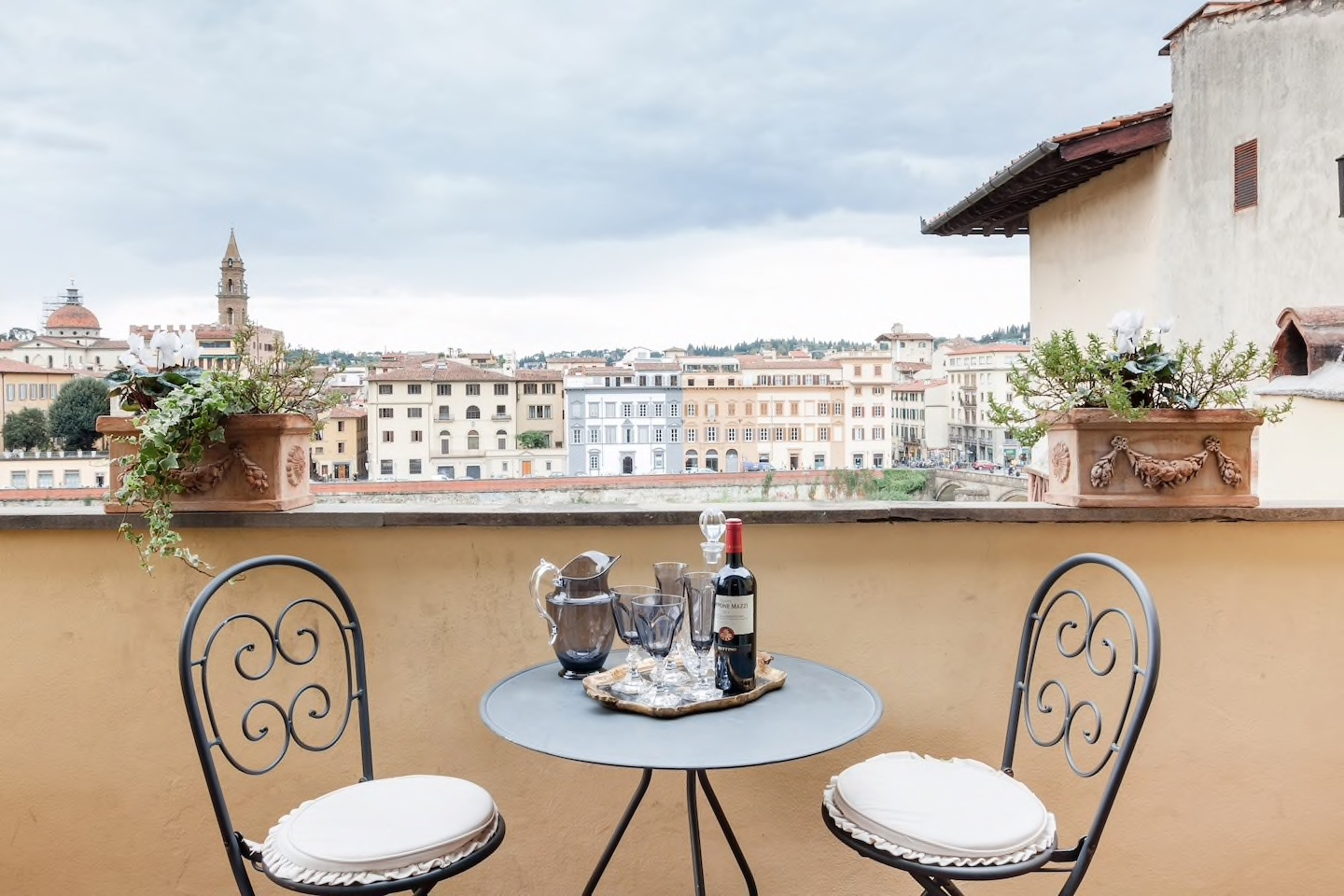 This elegant Florence offers space, luxury, and a fantastic river view!