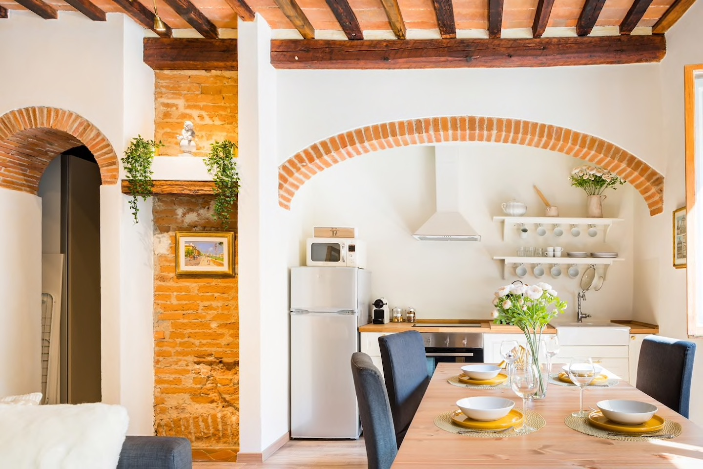This warm apartment carries with it all of the charms of Tuscany