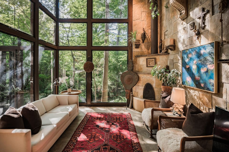 photo of the extraordinary treehouse one of the best airbnb in Dallas