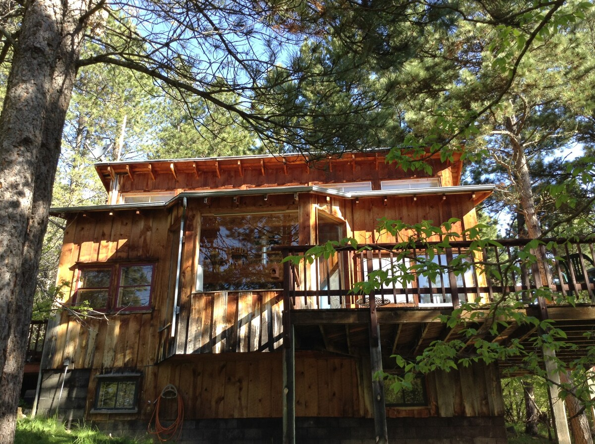 Photo of Coyote Ridge Lodge Airbnb in Spearfish South Dakota