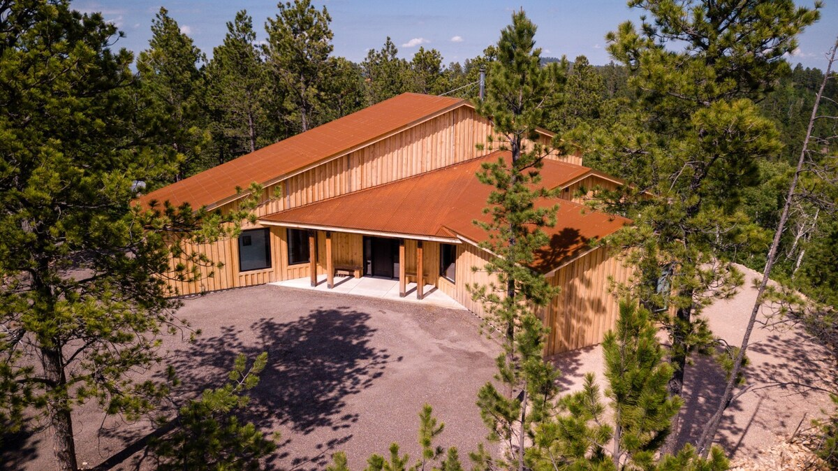 Photo of Secluded Modern Mountain Rustic Chalet Airbnb in Lead South Dakota