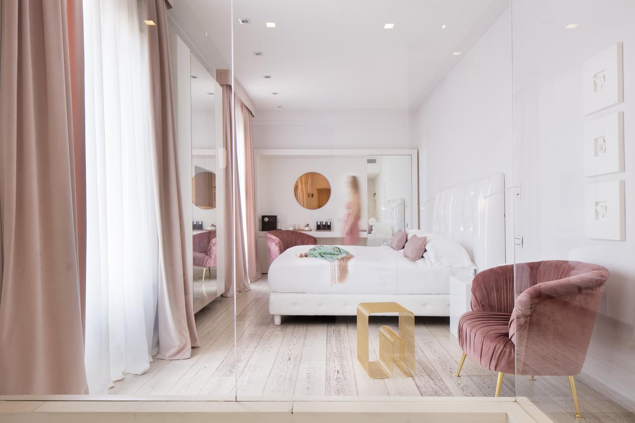 Hotel Home Florence has beautiful minimalist decor