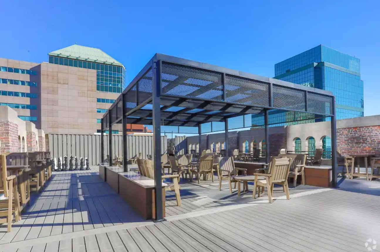 Community rooftop deck in downtown baltimore