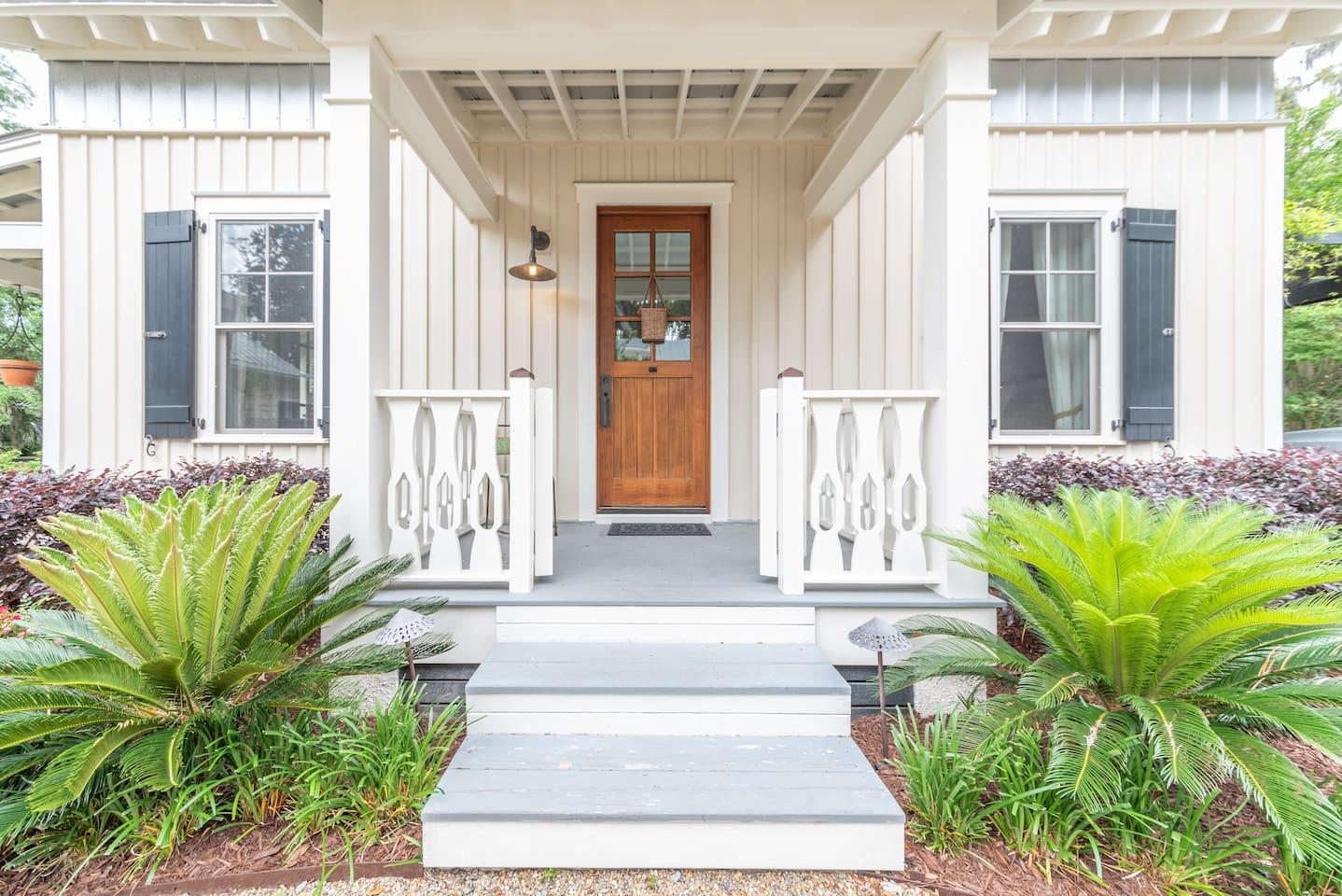 Riverfront Cedar Bluff Cottage Airbnbs in Savannah