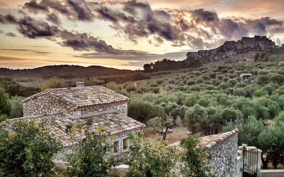 photo of le maze de charm des Baux de Provence, one of the best airbnbs in France