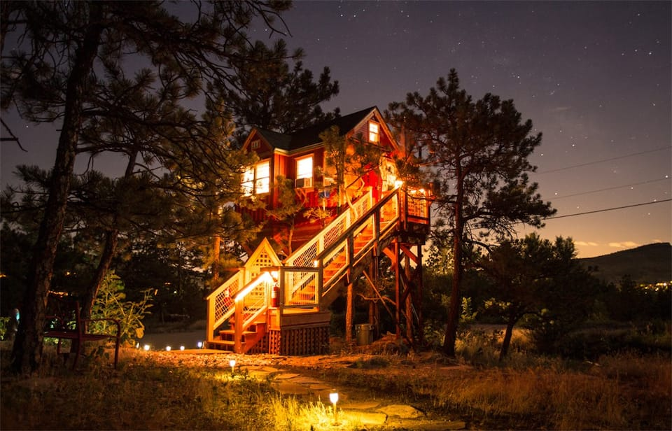 a photo of the little red treehouse, one of the top airbnbs rocky mountain national park