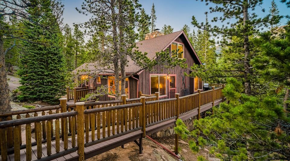 a photo of a tranquil mountain get away, a top cabin in Estes Park