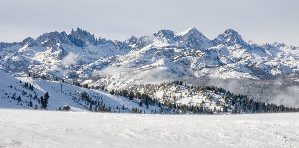 photo of the mountains at mammoth lakes one of the best ski resorts in the usa