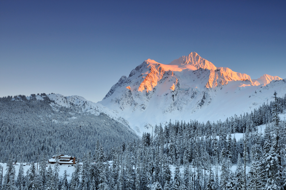 picture of a steep mountain at snoqualmie one of the best ski resorts in america