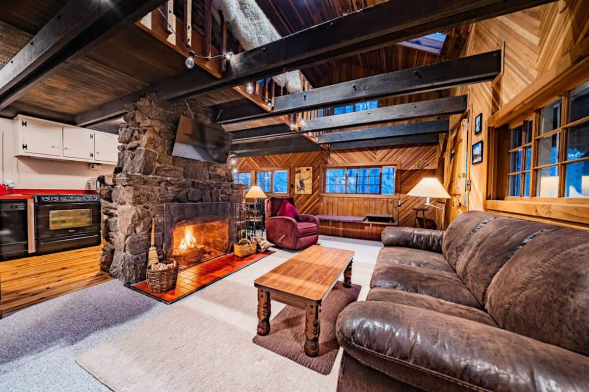 beautiful photo of a cabin rental in estes park