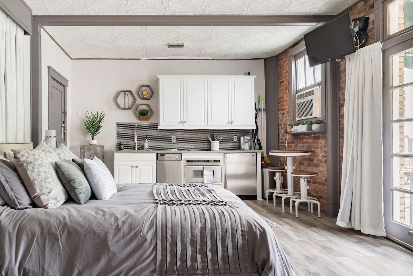 Urban Chic Studio with Balcony Airbnb in Savannah