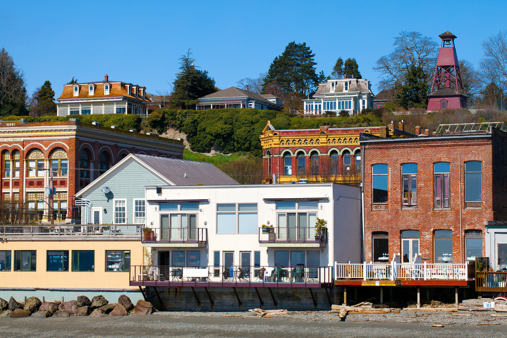 The view of shops and buildings directly on the beach in Port Townsend Washington, one of the cutest small towns on the West Coast