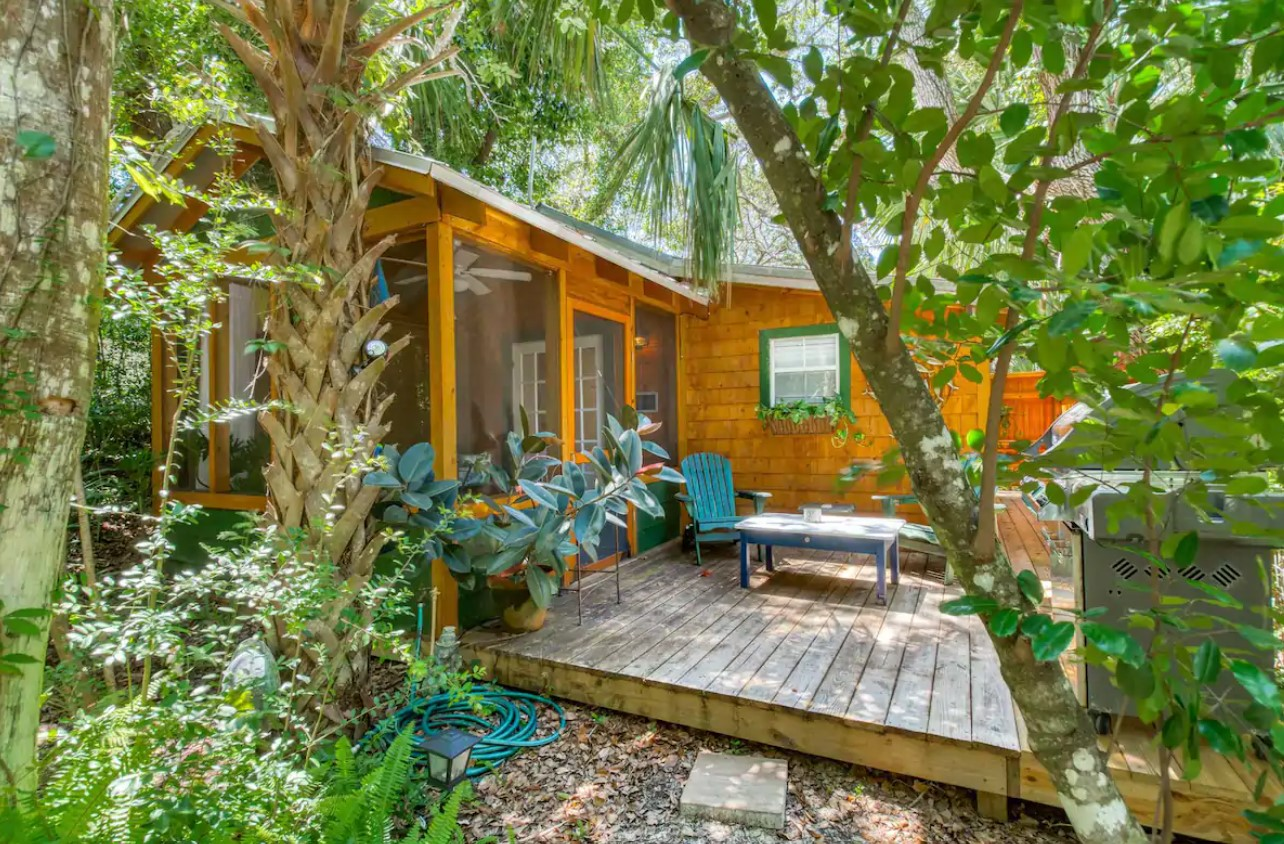 The view of the secluded front porch of a cabin surrounded by Florida wildlife