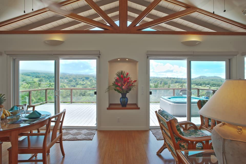 the StarWind Cottage is one of the best Airbnbs in Maui