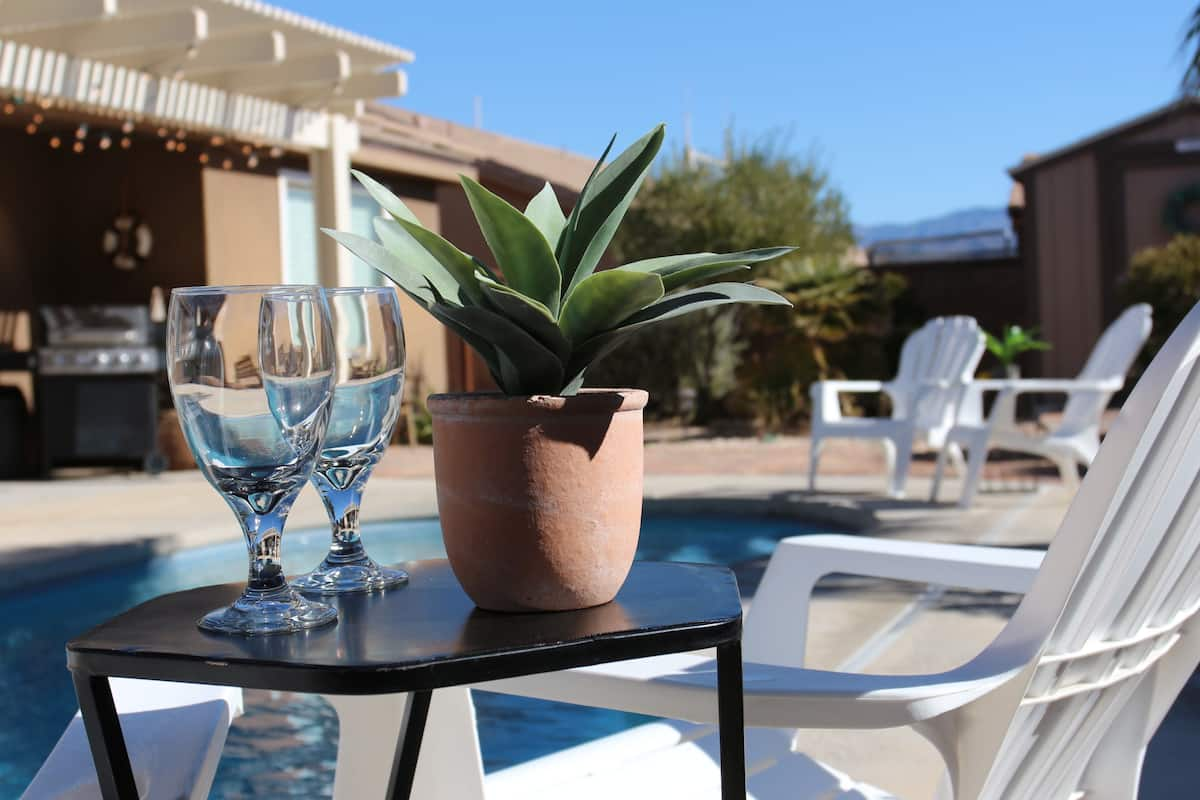 airbnb in Nevada poolside