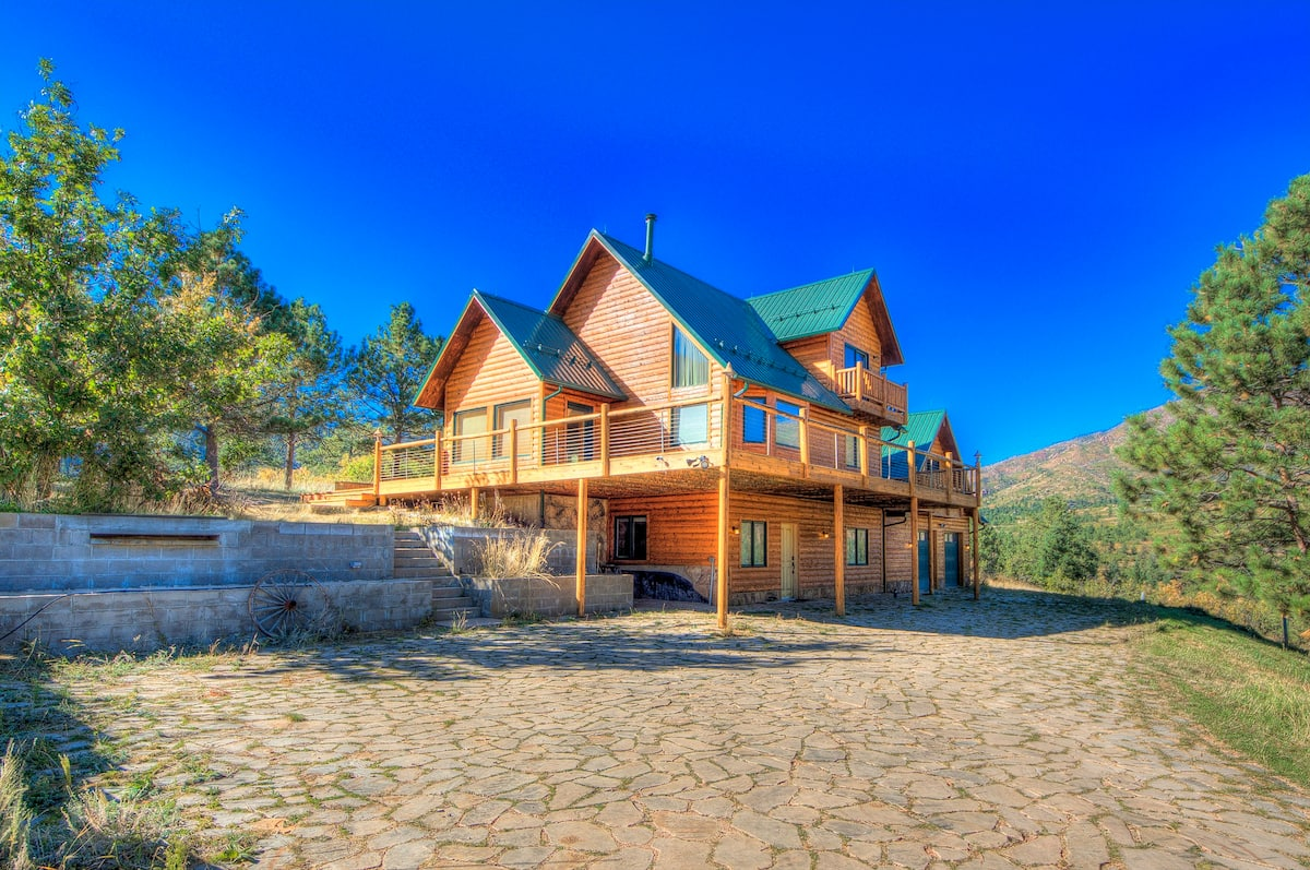 a photo of cascade mountain retreat,  one of the best cabins in Colorado springs