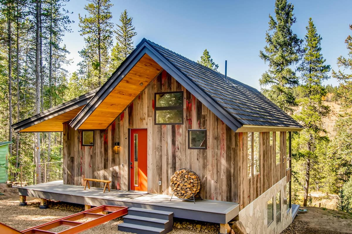 a photo of a luxurious chalet on the river, one of the best cabins in denver