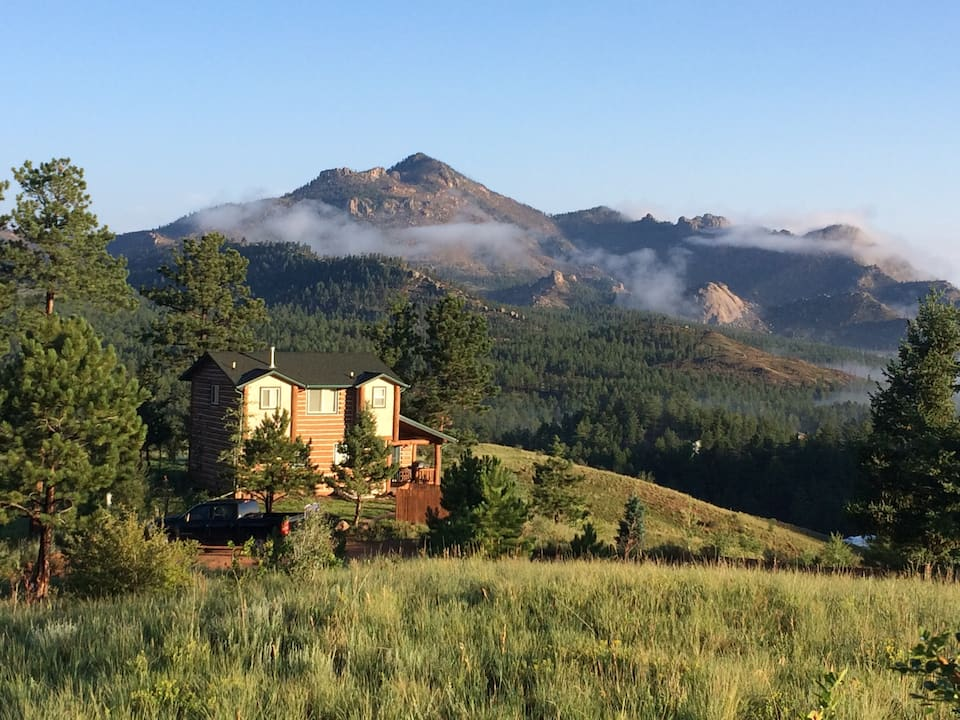 a photo of one of the best cabins in colorado