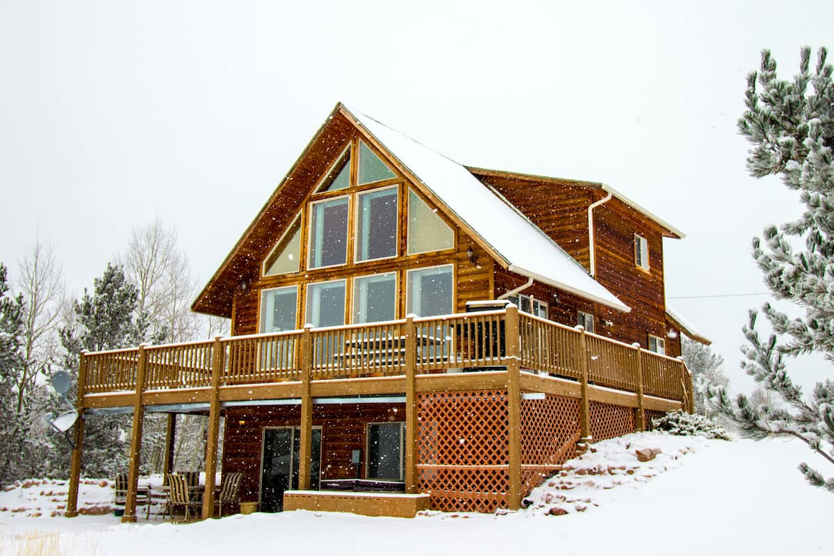 a photo of a pikes peak getaway, one of the most romantic colorado cabins