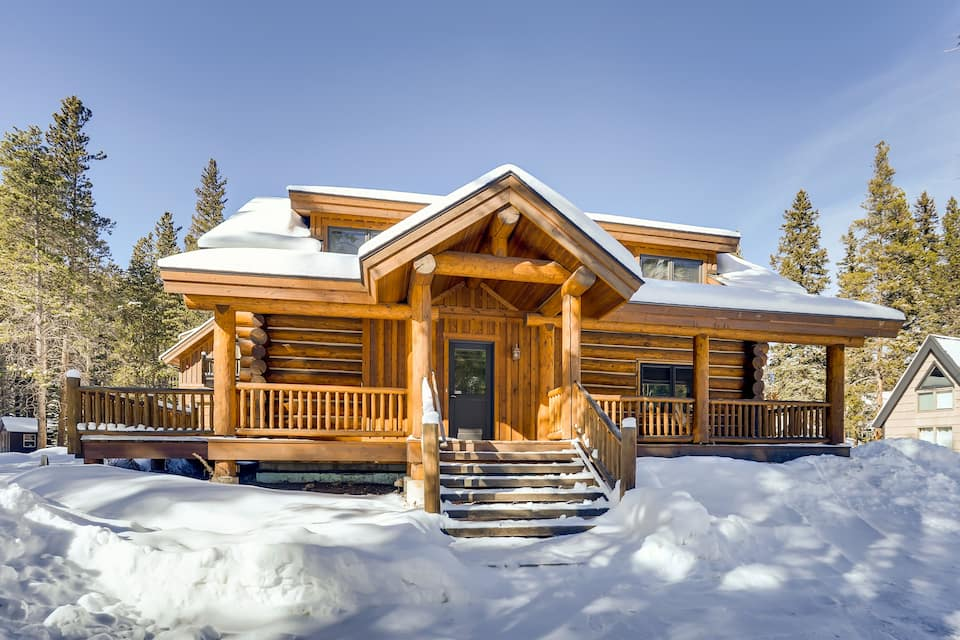 a photo of the wicker creel cabin one of the top log cabins in colorado