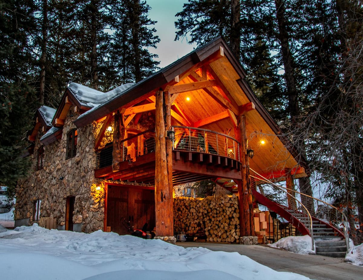 a photo of a riverfront carriage house, one of the most romantic cabins in utah