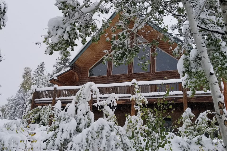 a photo of a serene mountain escape, one of the top Utah cabins