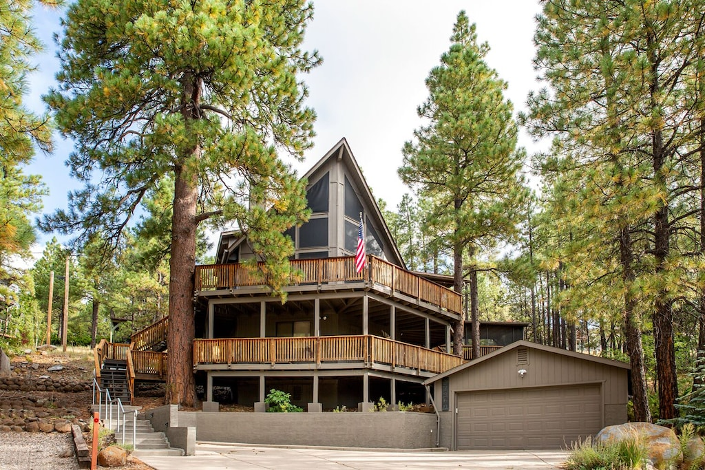 the Pinewood Treehouse Chalet is one of the best cabins in Arizona