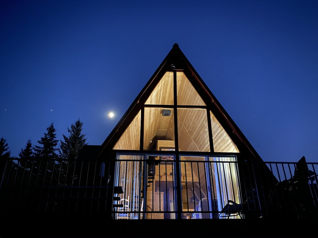 a photo of a cozy cabin in the pines, one of the best utah cottage rentals